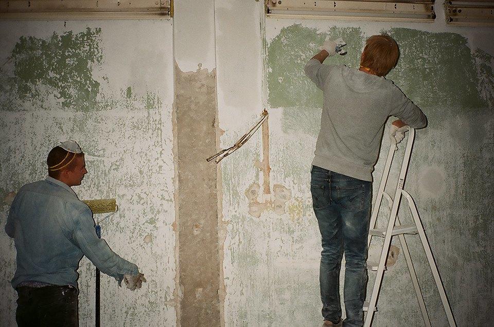 Фоторепортаж: Как мы сделали ремонт в мастерской силами редакции. Изображение № 13.