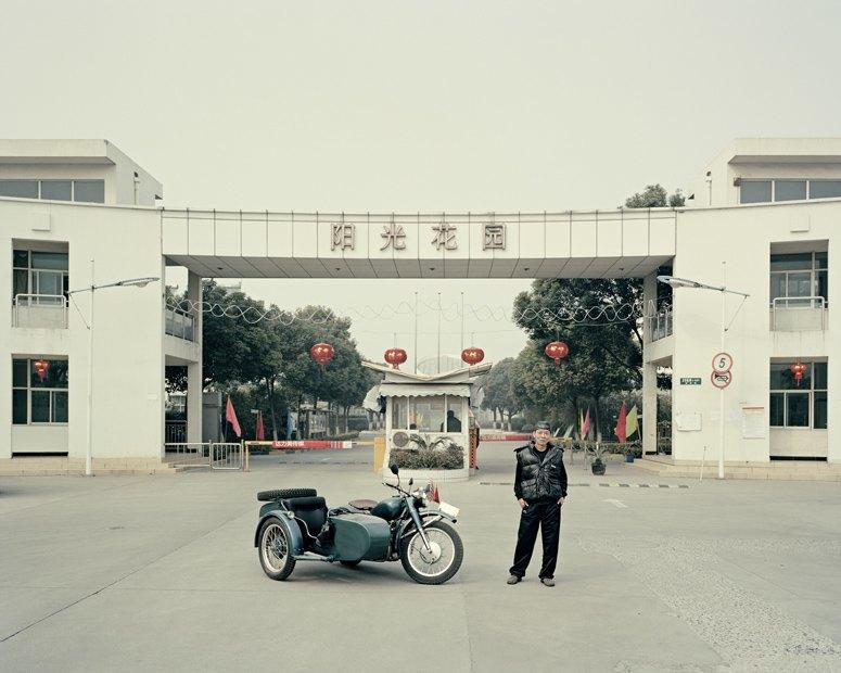 В люльке: Владельцы мотоциклов с колясками на фоне пейзажей Шанхая. Изображение № 9.