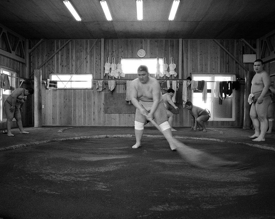 Как тренируются в борцовских школах сумо. Изображение № 17.