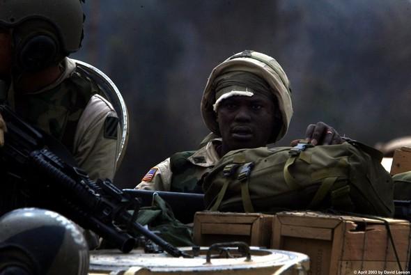 Военное положение: Одежда и аксессуары солдат в Ираке. Изображение № 37.