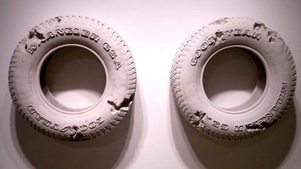 Художник воссоздал предметы современной культуры из вулканического пепла. Изображение № 6.