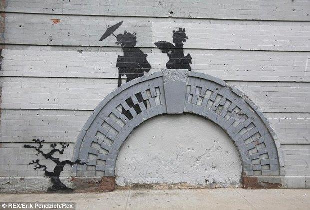 Жители Нью-Йорка дважды избили вандала, закрасившего граффити Бэнкси. Изображение № 5.