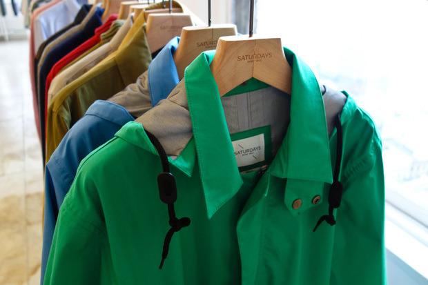 Американская марка Saturdays Surf NYC выпустила превью весенней коллекции одежды. Изображение № 16.