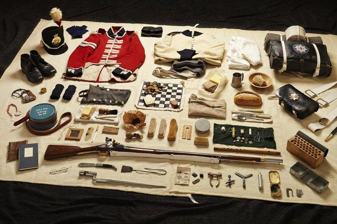 Британец сфотографировал всё военное снаряжение начиная с XI века. Изображение № 7.