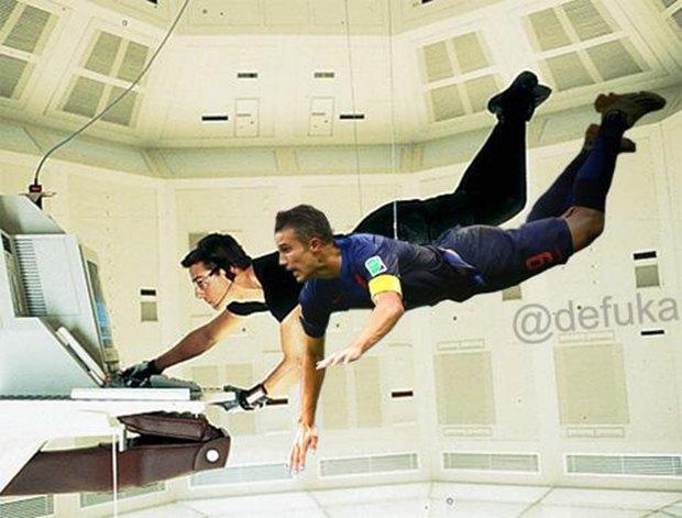 Летучий голландец: Робин ван Перси как новый интернет-мем. Изображение № 11.