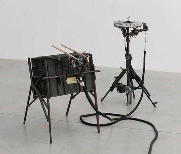 Художник Педро Рейес создал механический оркестр из огнестрельного оружия. Изображение № 2.