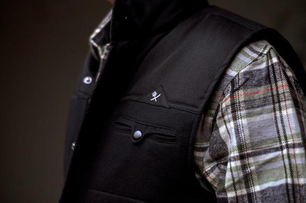 Марка Us Versus Them опубликовала лукбук новой коллекции одежды своей линейки Holiday. Изображение № 16.