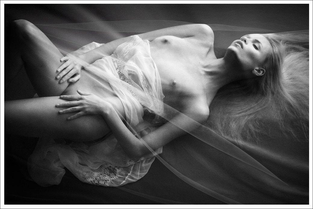 Наташа Поли сфотографировалась для журнала Treats!. Изображение № 1.
