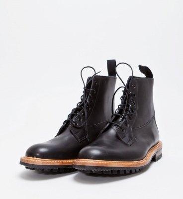 Марка Tricker's и магазин Tres Bien представили совместную модель ботинок. Изображение № 1.