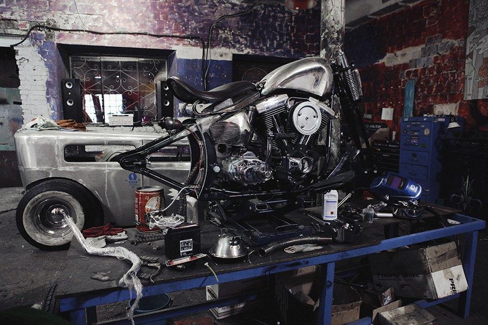 Болгарка, молоток и сварка: Интервью с  Глебом Чёрным, владельцем кастом-ателье мотоциклов . Изображение № 6.