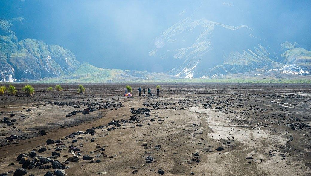 Тамбора, великий и ужасный: Как мы спустились на парапланах в кратер действующего вулкана. Изображение № 17.