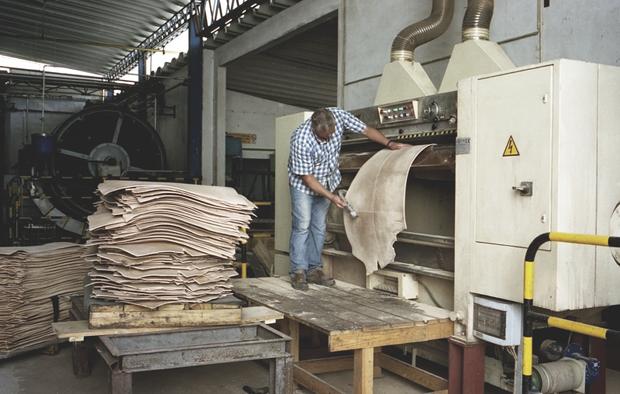 Репортаж с португальского завода по производству кожи. Изображение № 9.