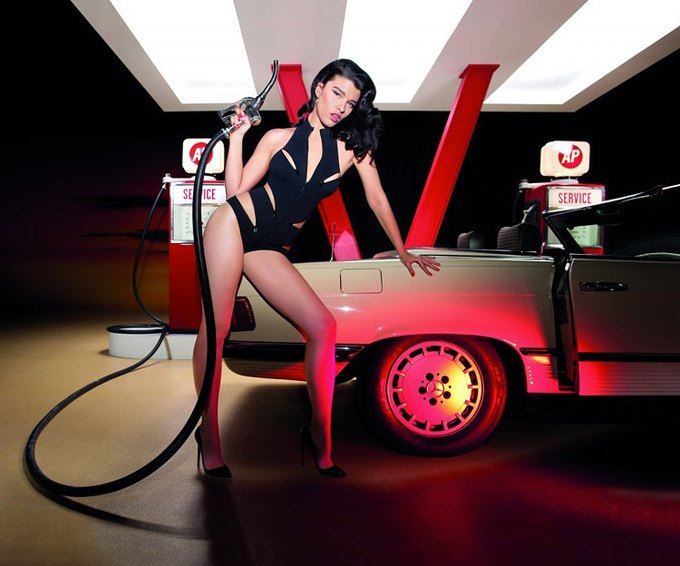 Американская модель Кристал Ренн снялась в рекламе нижнего белья Agent Provocateur. Изображение № 1.