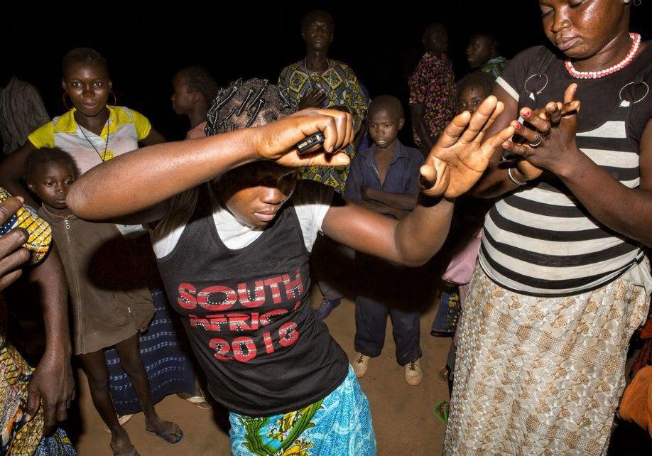 Мы хотим танцевать: Как выглядит сельская дискотека в Африке. Изображение № 20.