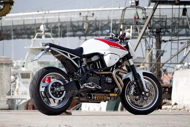 Сайт Bike EXIF выпустил календарь с кастомизированными мотоциклами. Изображение № 7.
