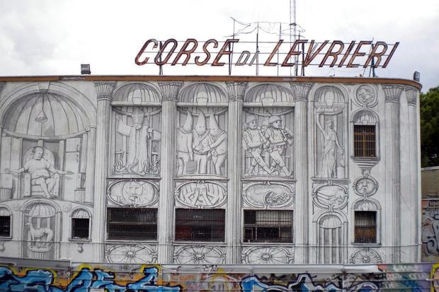 Уличный художник Blu превратил стену заброшенного кинотеатра в античный фасад. Изображение № 1.