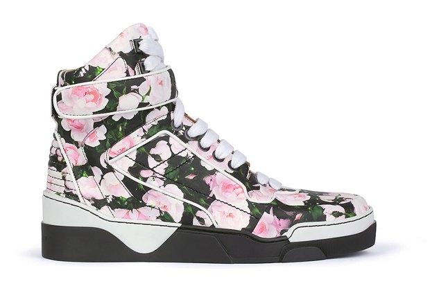 Марка Givenchy анонсировала предвесеннюю коллекцию обуви. Изображение № 1.
