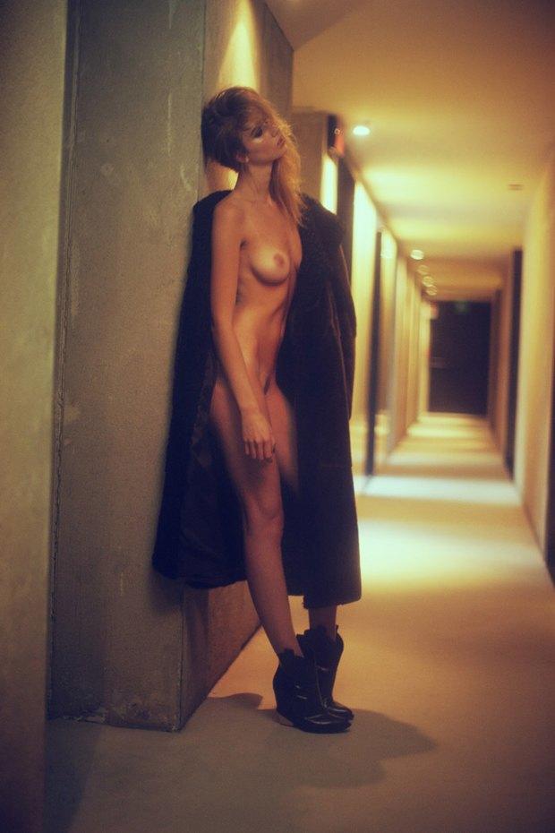 Бельгийская модель Элиза Сис снялась для издания S Magazine. Изображение № 1.