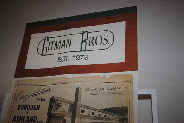 Несмотря на то, что в логотипе указан 1978 год, фабрика человека по фамилии Gitman существовала задолго до этого. А в конце 80-х просто появилась самостоятельная линия рубашек.. Изображение № 19.