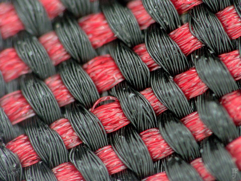 Фотоувеличение: Осенние куртки под промышленным микроскопом. Изображение №18.