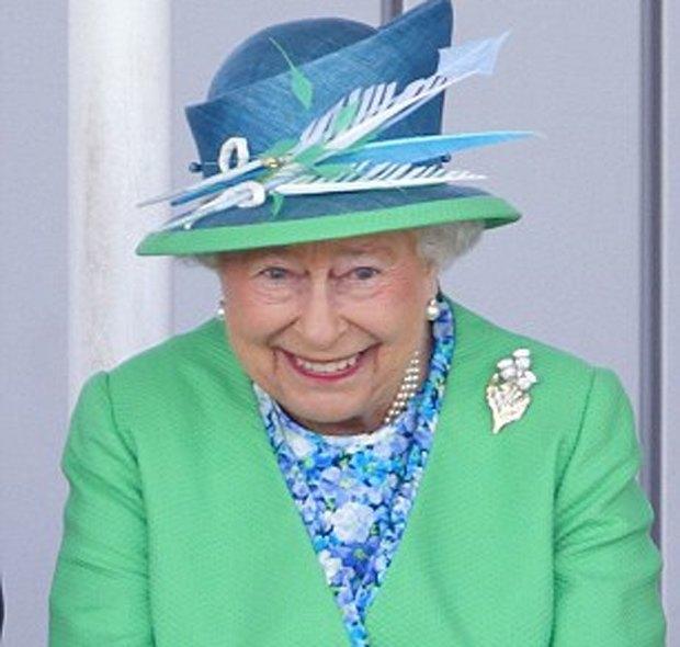 Хоккеисты сделали селфи на фоне английской королевы. Изображение № 2.