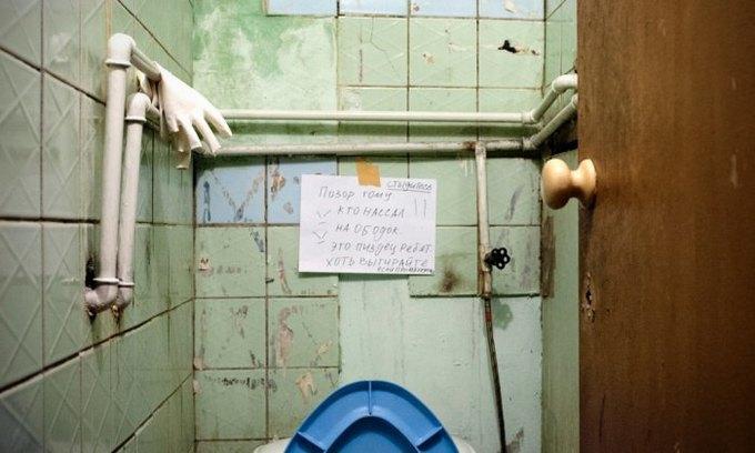 Фотограф Паскаль Дюмон заснял жизнь в студенческих общежитиях в Москве. Изображение № 9.