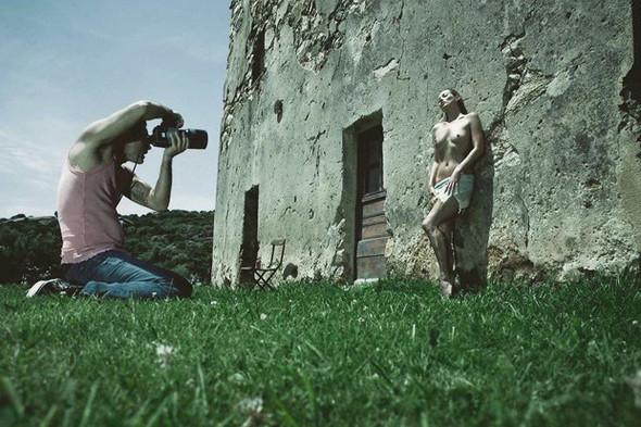 Новый эротический календарь Pirelli на 2012 год. Изображение № 1.