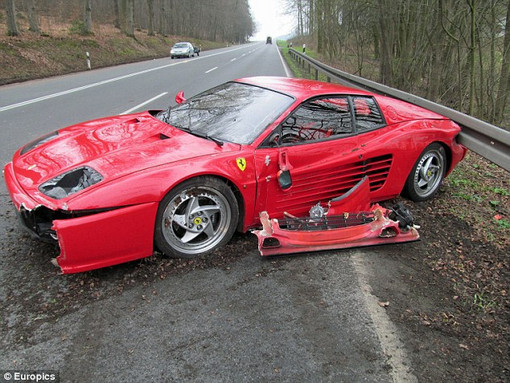 Немецкий водитель разбил Ferrari, чтобы спасти ежа. Изображение №1.