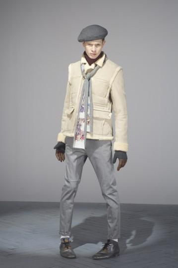 Японская марка Undercover выпустила лукбук осенней коллекции одежды. Изображение № 17.