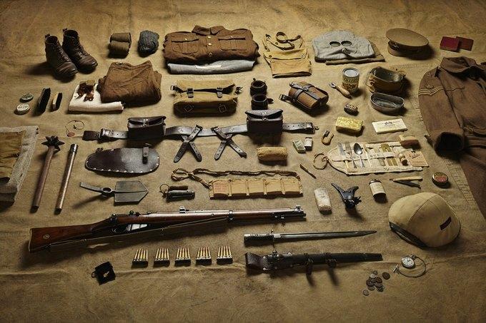Британец сфотографировал всё военное снаряжение начиная с XI века. Изображение № 9.