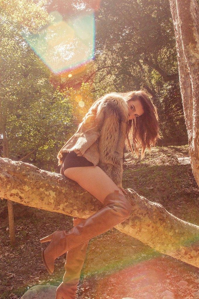 Модель Эмили Ратажковски снялась для журнала Galore Magazine. Изображение № 2.