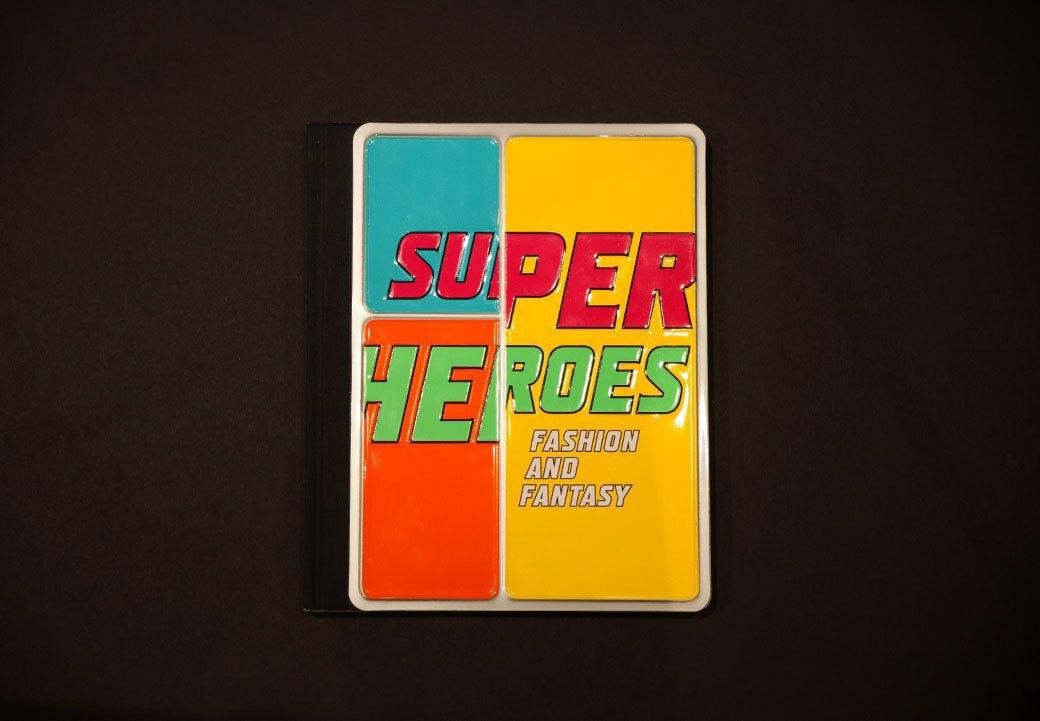 Библиотека мастерской: Книга Superheroes. Fashion and Fantasy. Изображение № 1.