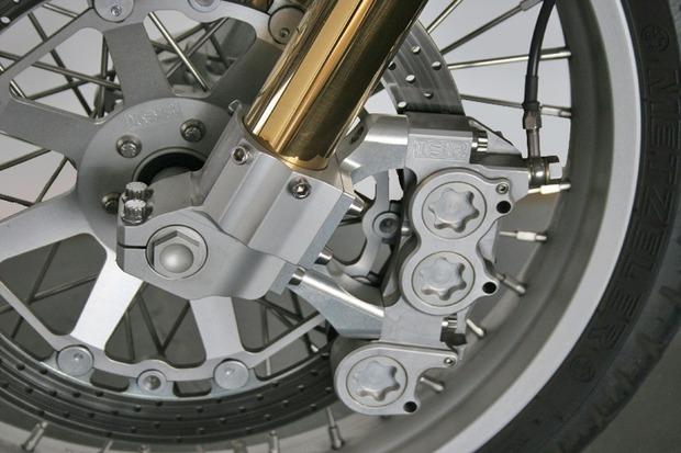 Киану Ривз основал компанию по производству кастомных мотоциклов на базе Harley-Davidson. Изображение № 11.