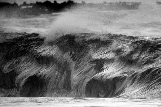 В Германии издали книгу «Surfers' Blood» —более ста фотографий, посвященных серфингу. Изображение № 6.