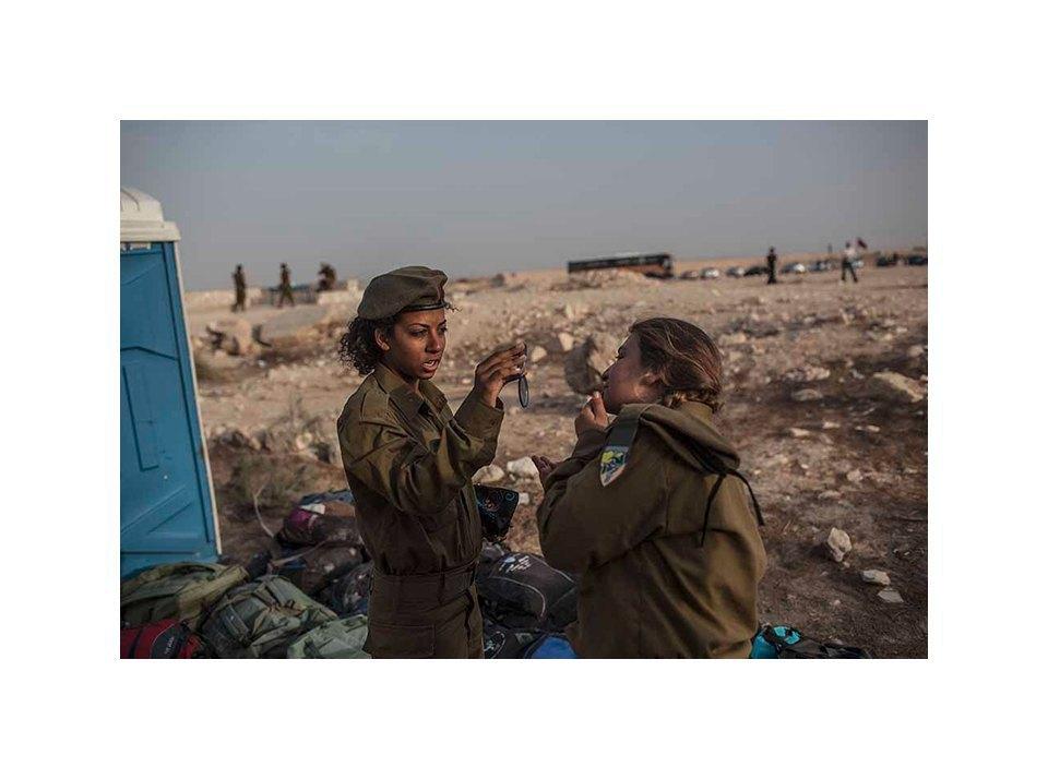 Фотопроект: Как служат женщины в армии Израиля. Изображение № 32.