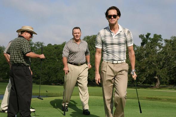 Носят поло и на поле для гольфа. Кадр из фильма «Я люблю тебя, Филипп Моррис». Изображение №21.