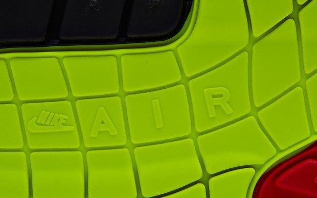 Nike выпустили новую модель сникеров в честь 27-летия кроссовок Air Max. Изображение № 4.