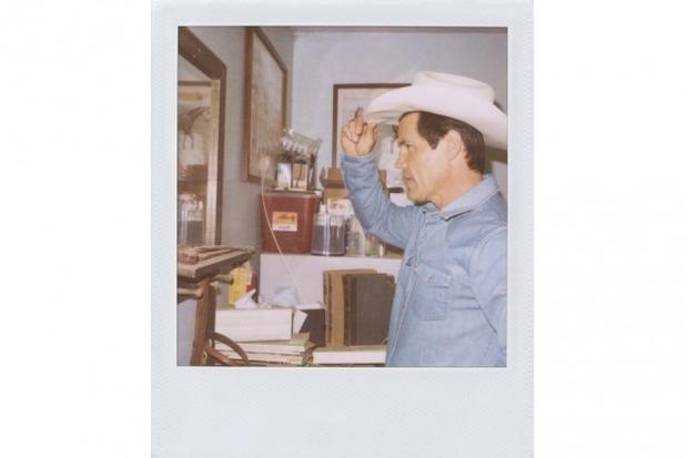 Джош Бролин снялся в новом лукбуке марки Band of Outsiders. Изображение № 12.