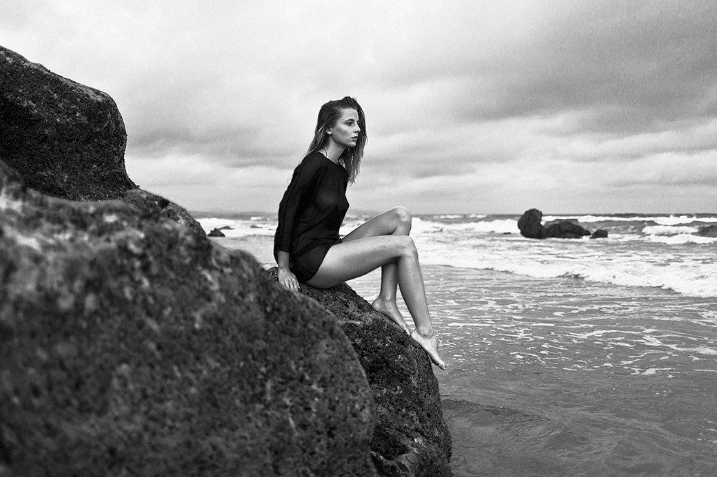 Жаклин: Красивая полька на пустынном пляже. Изображение № 4.