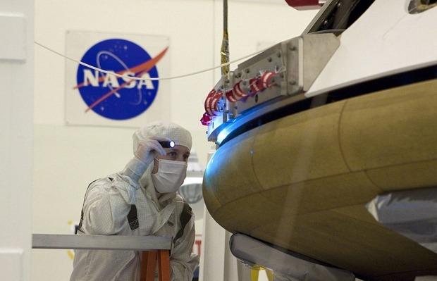 Самый большой в истории марсоход Curiosity приземлился на Марс. Изображение № 11.