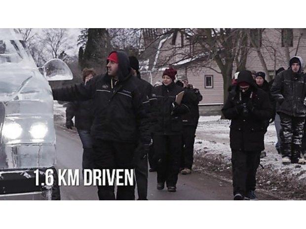 В Канаде собрали первый в мире пикап изо льда. Изображение № 7.