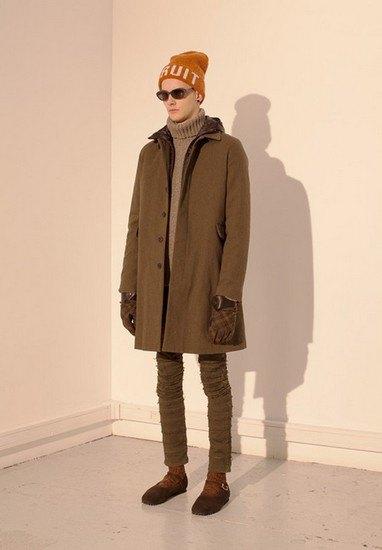 Марка Undercover опубликовала лукбук осенней коллекции одежды. Изображение № 14.
