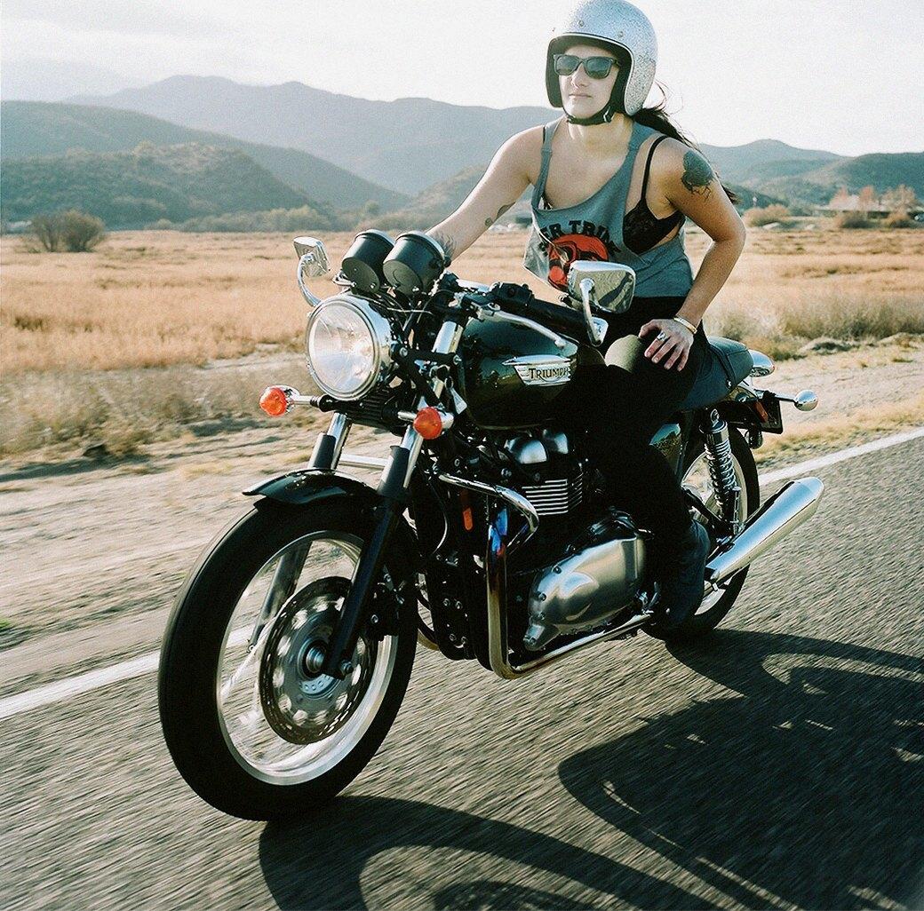 «Мне не нужен мужчина»: Интервью с Ланакилой Макнотон, мотоциклисткой и фотографом. Изображение № 1.