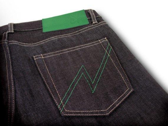 Японский бренд Neighborhood и пивоварня Heineken сшили совместную модель джинсов. Изображение № 5.