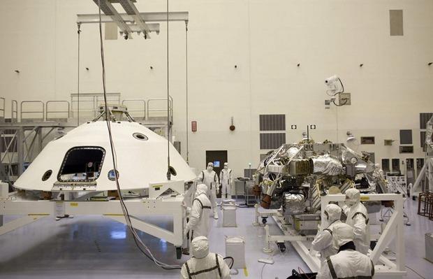 Самый большой в истории марсоход Curiosity приземлился на Марс. Изображение № 7.