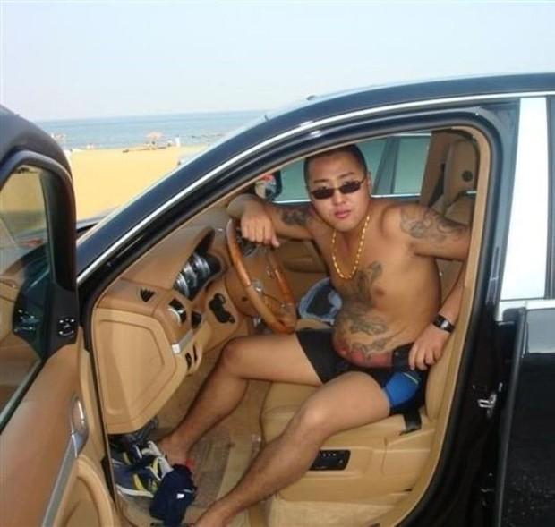 Китайский бандит потерял телефон с коллекцией личных фото: смотрим и обсуждаем. Изображение № 13.