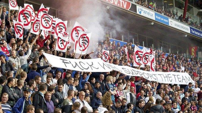 Фанаты голландского «ПСВ» выступили против Wi-Fi на футболе. Изображение № 1.