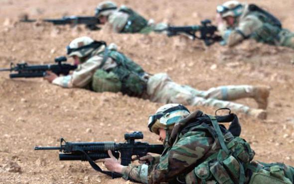 Военное положение: Одежда и аксессуары солдат в Ираке. Изображение № 24.