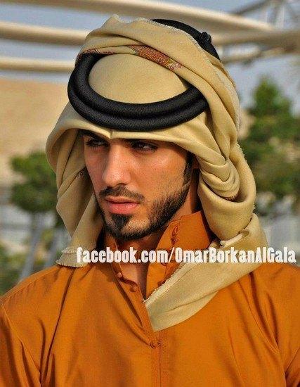 В сети появилось фото мужчины, которого выгнали из Саудовской Аравии за его красоту. Изображение № 3.
