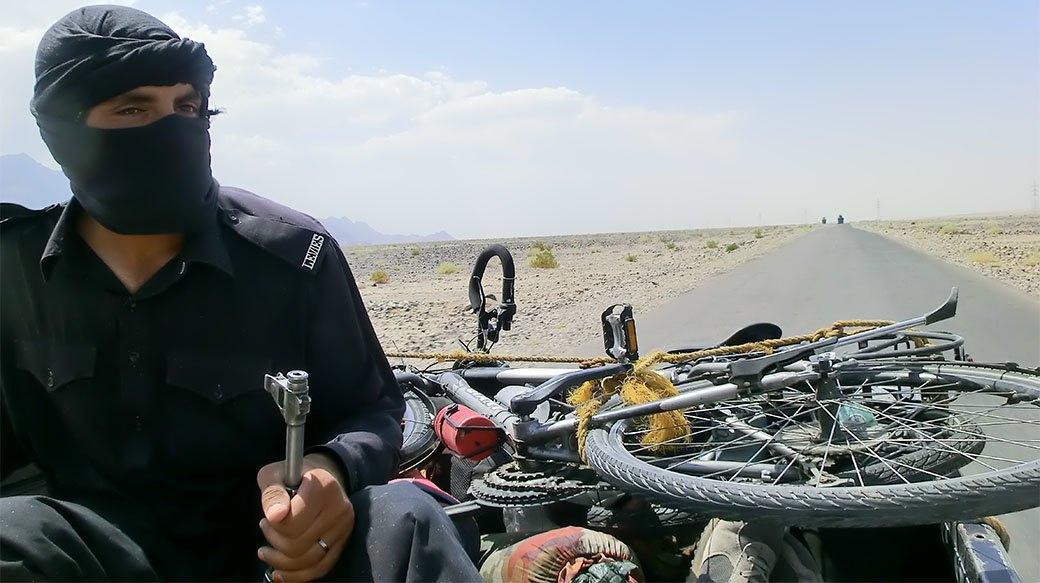 Домашний арест, ночь в пещере и автокатастрофа: Путешествие из Украины в Пакистан на велосипеде. Изображение № 16.